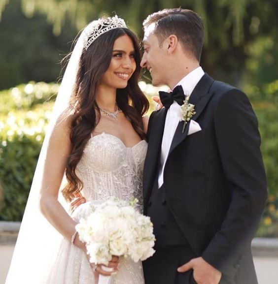 เมซุต โอซิล แต่งงาน.2
