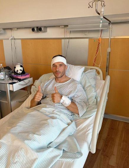 โพดอลสกี้ เผยภาพหลังผ่าตัดหู-2